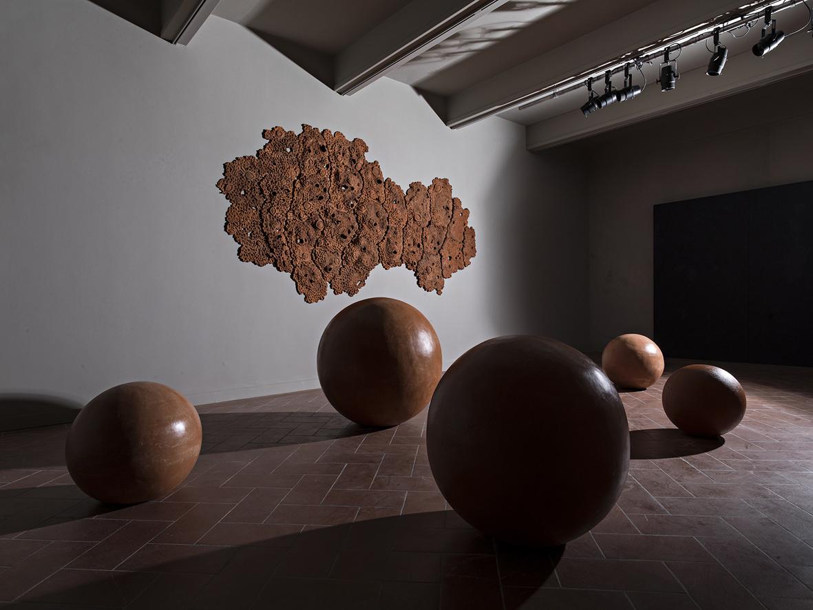 Materia Ceramica Un Progetto Per Raccontarla : Materia prima la ceramica dell arte contemporanea a